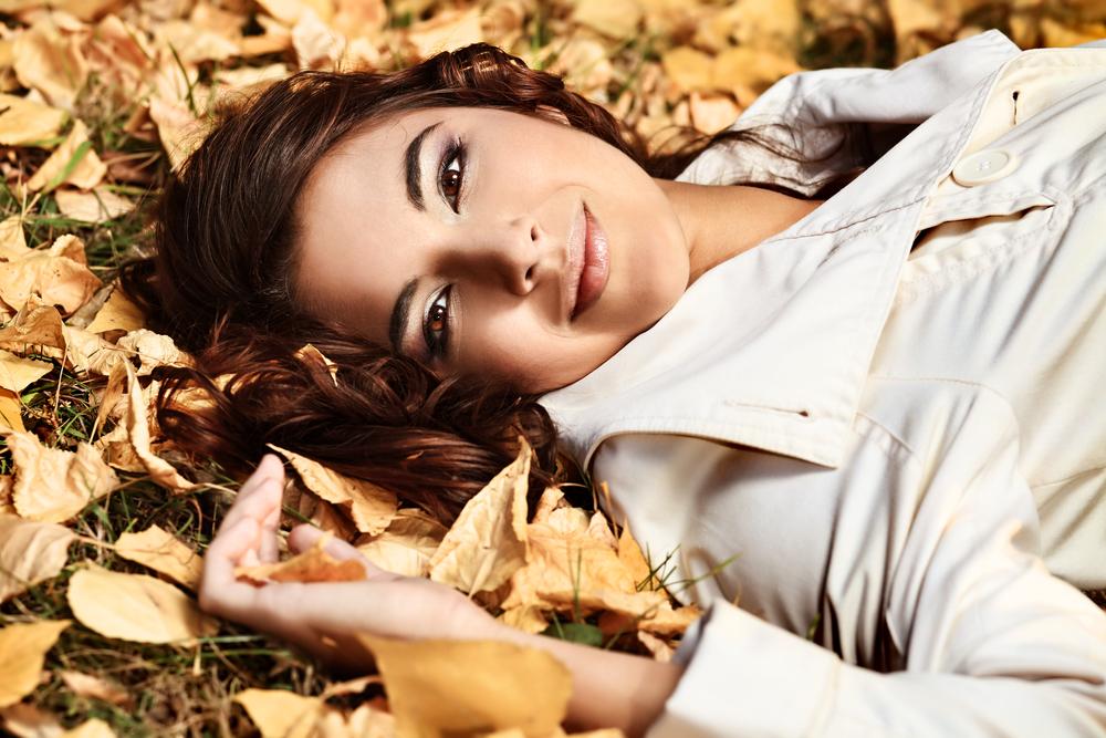 Фото девушек брюнеток в домашних условиях без лица осенью